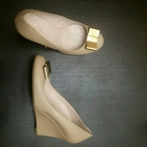 f7d88c4e71f9 kate spade Shoes - Kate Spade Nude Gold Wedges Patent Leather